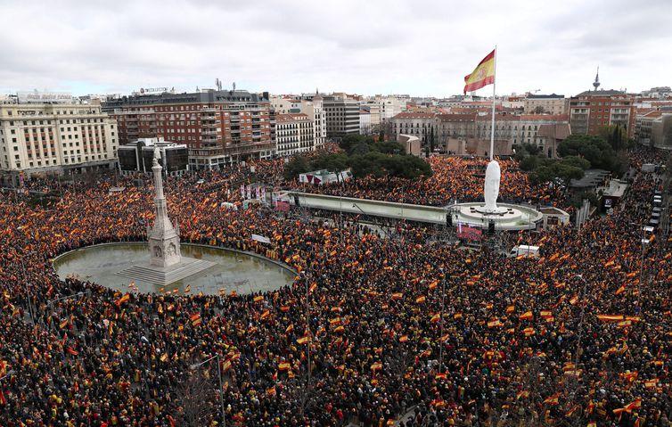 Milhares protestam na Espanha contra separação da Catalunha