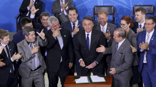 """Governo diz que decreto de armas é para """"legítima defesa"""" de brasileiros"""