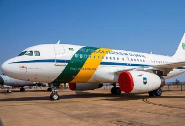 Militar é preso com 39 kg de cocaína em avião da FAB, da comitiva de Bolsonaro