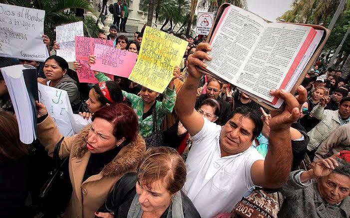 Evangélicos e o neoliberalismo: para pensar o papel das igrejas no Golpe de Estado na Bolívia, por Bruno Reikdal Lima