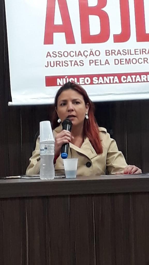 Julia Zavarize: Eu apoio a greve dos petroleiros!