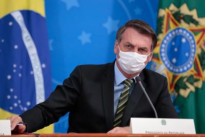 Cai aprovação de Bolsonaro e metade quer renúncia ou impeachment, mostra Datafolha
