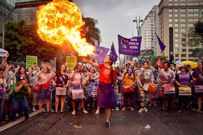 O capitalismo coopta os movimentos populares?, por Cristiane Alves e José Bulcão