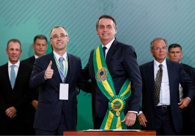 Ministro defende investigação independente no caso Flávio Bolsonaro