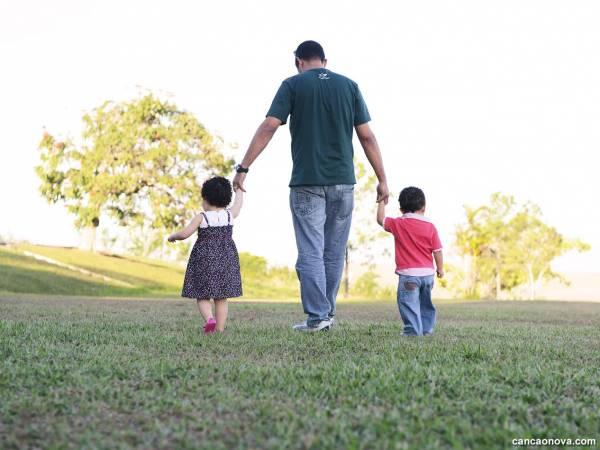 Reflexões pós-dia dos pais – sempre podemos celebrar um pai? Por Dora Incontri