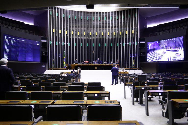 Câmara aprova urgência de projeto que limita poder da oposição
