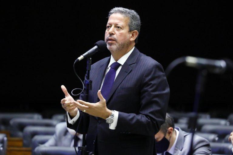 Lira promete ao PT barrar lavajatismo e pauta de costumes de Bolsonaro