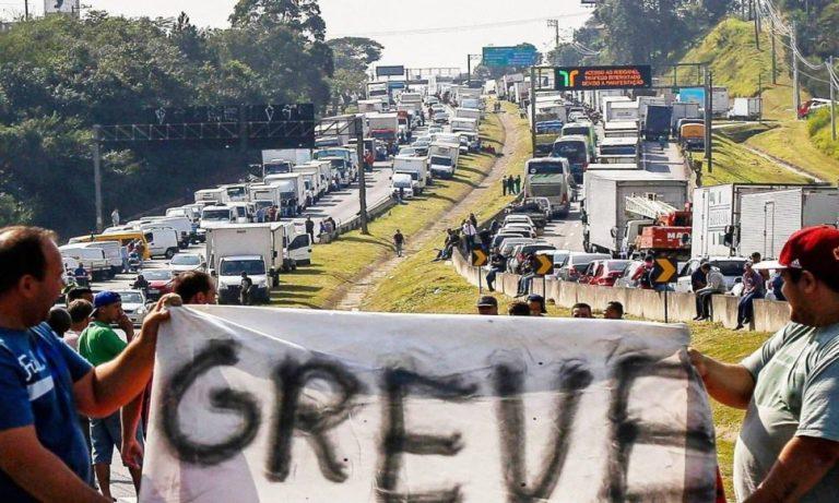 Caminhoneiros escrevem a Bolsonaro, frustrados com a política de preços da Petrobras