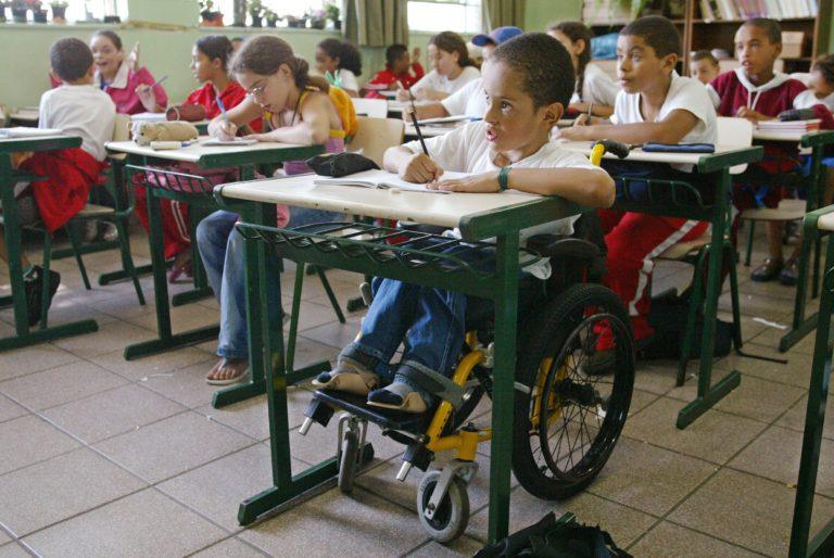 Projeto no Senado prioriza crianças e jovens com deficiência em matrícula escolar