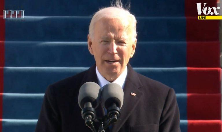 """Biden faz chamamento à união na posse: """"Há um ataque à democracia e à verdade"""""""