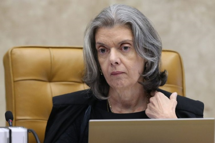Ministra Cármen Lúcia suspende devolução de madeira apreendida