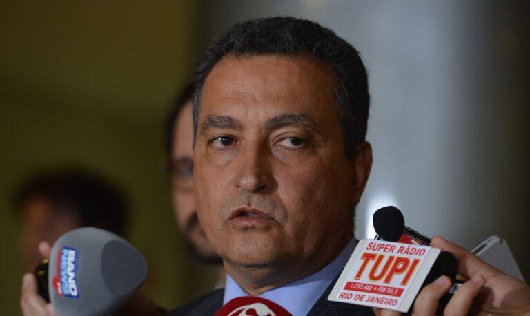 """""""Digo aos comerciantes que a culpa do fechamento é do presidente"""", diz governador da Bahia. Assista"""