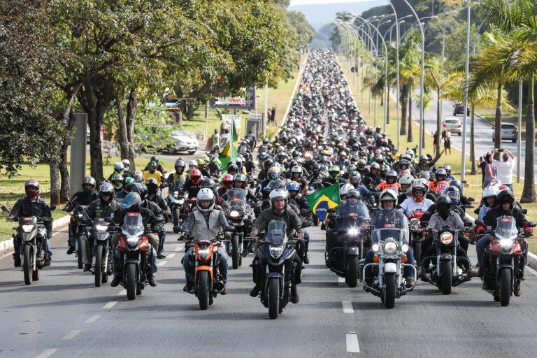 "Ramagem, da Abin, diz que passeio de moto de Bolsonaro foi ""memorável"""