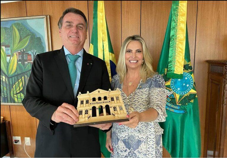 Bolsonaro nomeia mulher do líder do governo na Câmara para conselho de Itaipu