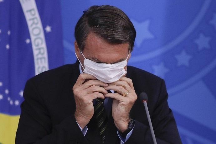 Mais do mesmo: Em live, Bolsonaro volta a defender o indefensável
