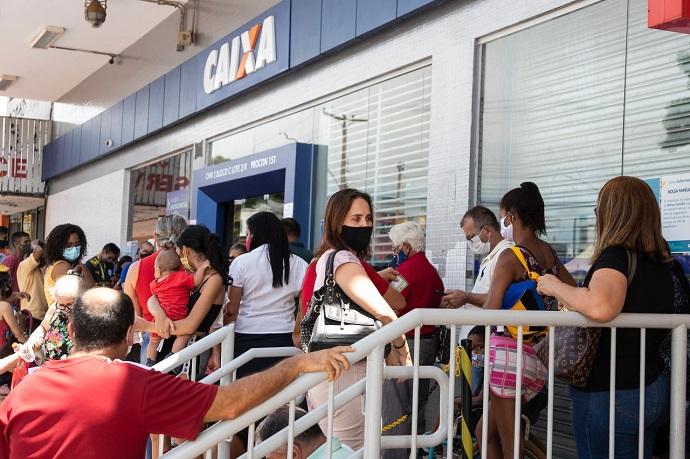Empregados da Caixa comemoram aprovação de PL que inclui bancários no grupo prioritário de vacinação