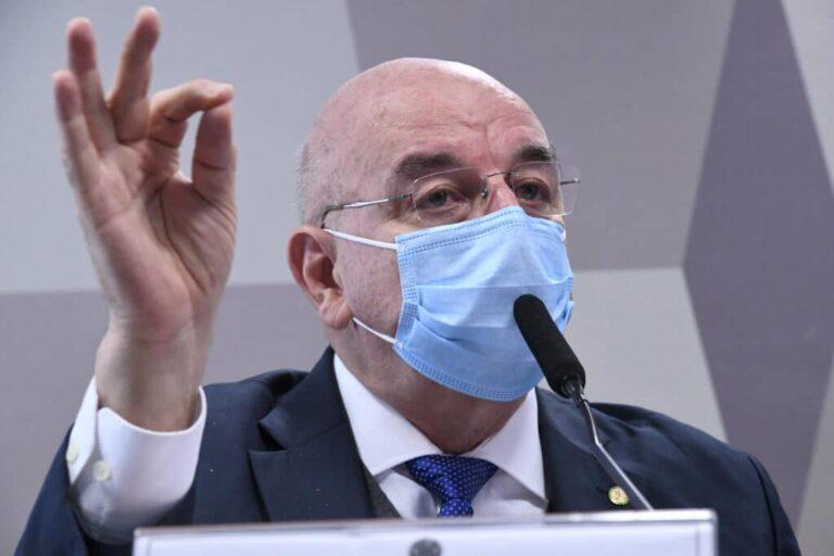 """Não influencio Bolsonaro, ele """"inventou a quarentena vertical"""", """"gabinete paralelo é falácia"""", diz Osmar Terra na CPI"""