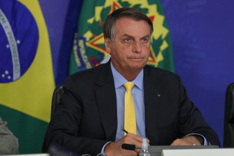 Bolsonaro lamenta possível vitória de Castillo no Peru