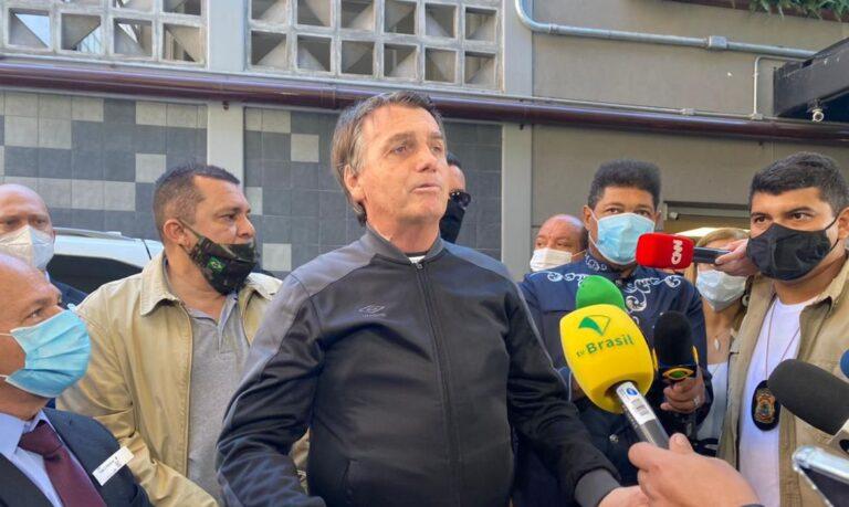 Bolsonaro volta a defender uso de medicamentos sem comprovação contra covid-19