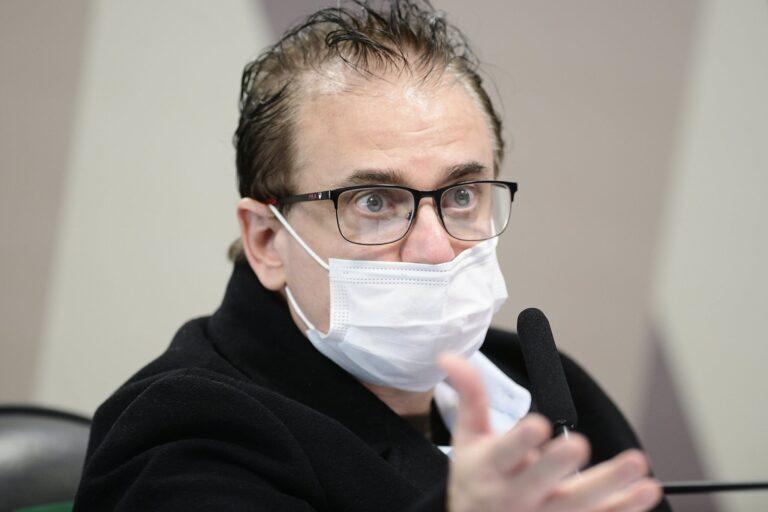 Davati contratou outros atravessadores e tentou vender vacinas em outros países, diz Cristiano
