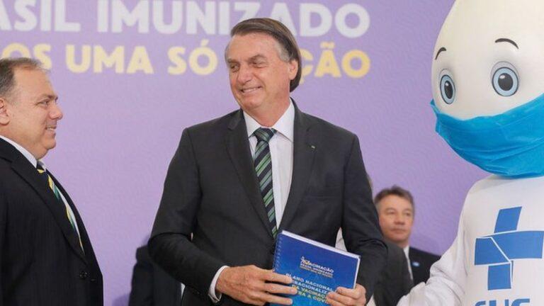 Bolsonaro agora diz que vai fazer live com hacker para provar fraude na urna eletrônica