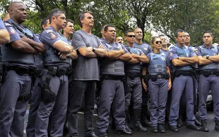 Programa habitacional de Bolsonaro para policiais é ilegal, afirma Tarso Genro