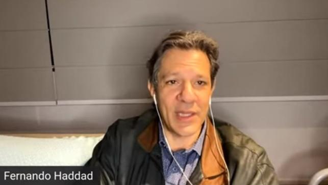 O professor Fernando Haddad, ex-candidato à Presidência da República pelo PT, em live na TVGGN