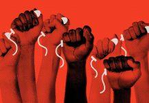 Mulheres seguram absorventes internos em imagem sobre a luta pela dignidade menstrual