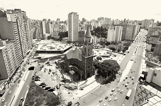 Praça Roosevelt e Igreja da Consolação nos anos 70